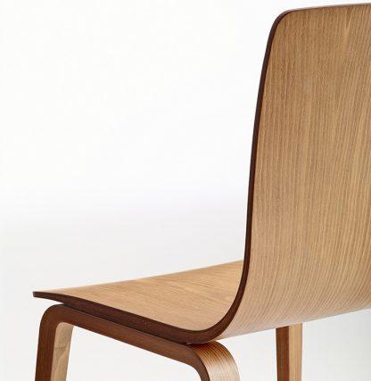Detail van Aava stoel uitgevoerd in hout