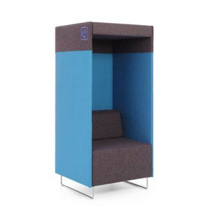 In deze akoestische stoel - belcel kun je ongestoord bellen op kantoor