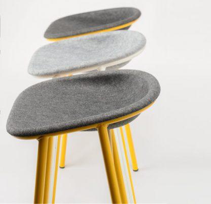De zitschaal is gemaakt van gerecycled Pet Felt comfortabel en makkelijk schoon te maken