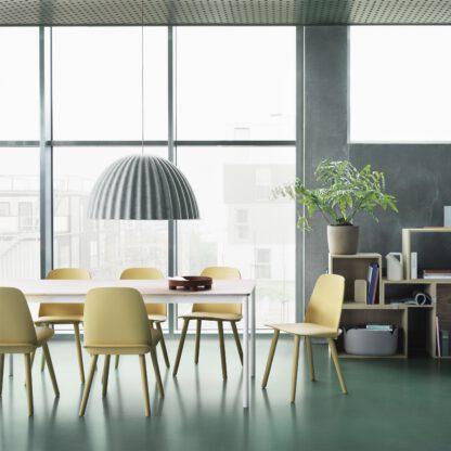 Door de akoestisch dempende werking kan deze lamp prima gebruikt worden op kantoor