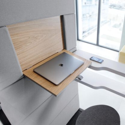 Binnenkant Hush phone met plankje voor je laptop