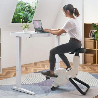 Zittend of staand werken in de thuissituatie met deze elektrisch verstelbare sta zit werkplek