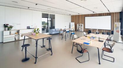De vergadertafel selab meet desk staat garant voor eenvoudig en flexibel werken